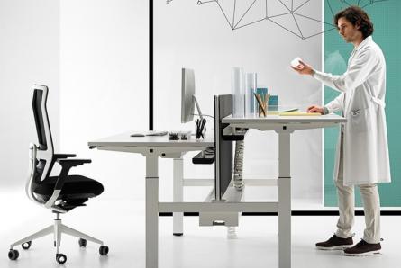 Mesas regulables en altura. Trabajar con el máximo confort